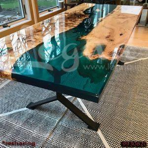 میز نهارخوری چوب و رزین اپوکسی با رنگ ترانسپرنت